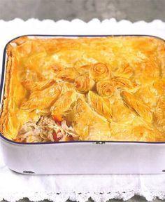 Daar is mos niks so lekker soos 'n geurige hoenderpastei nie! Chicke Recipes, Cooked Chicken Recipes, Meat Recipes, Cooking Recipes, Chicken Meals, What's Cooking, Kos, South African Recipes, Kitchens