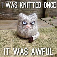 Grumpy Cat knitting pattern -- free knitting pattern to adapt for a Grumpy Cat look Knitting Quotes, Knitting Humor, Crochet Humor, Loom Knitting, Knitting Patterns Free, Free Knitting, Knitting Projects, Crochet Projects, Loom Patterns