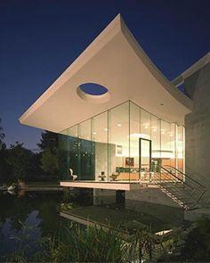 全透明的牆面,可以看到最好的美景~~什麼時候才有機會可以住到這樣的地方呢?