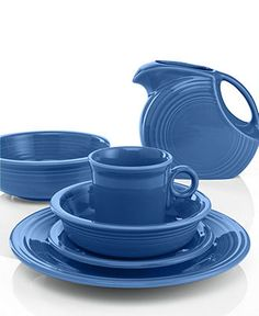 Fiesta® Turquoise Dinnerware - Need new dishes that wont chip when you breath on them! Shades Of Turquoise, Turquoise Color, Shades Of Blue, Aqua, Cobalt Blue, Dinnerware Inspiration, Fiesta Kitchen, Pantone, Fiesta Colors