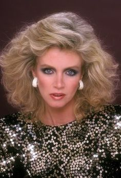 Actress Donna Mills was born 12-11-1940. She was a cast member on TVs Knott's Landing in the 80s, on General Hospital in the 60s and appeared in films and other TV works throughout her career.