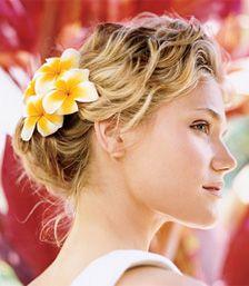 Bruidskapsels met bloemen - deel 1 | Bruidskapsel.nl | Bruidskapsel, bruidskapsels, bruidskappers, bruidskaper, haar bruid, kort bruidskapse...