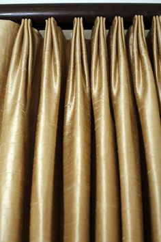 Euro pleats - a contemporary alternative to #pinch pleats many pictures of beautiful draperies