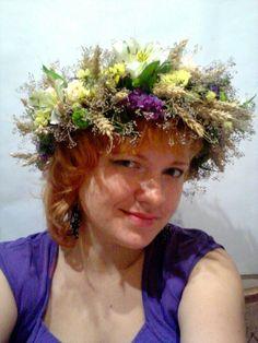Венок на голову, полевой венок из колосьев, милион стара и живых цветов от цветочной студии Свадебный Мир г.Киев #венок #венокнаголову #полевойвенок #венокизцветов #веноккиев