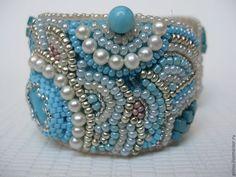 Купить Комплект браслетов - бирюзовый, бежевый, бирюза, натуральные камни, коралл, коралл натуральный, бисер
