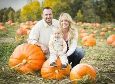 At Sugar Ink Design, our photographers have both an eye and an appreciation for all the elements fall adds to photos. Being based out of colorful Colorado gives Sugar Ink Design an endless amount of locations and inspiring ideas to make your pictures stand out. #fall #october #photography #fallphotography #family #familyphotos #colorado #denver #coloradophotographer #coloradophotography #sugarinkdesign #pumpkin #leaves
