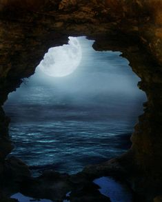 This pic (unrelated to POTC) reminds me of the caves of the isla de muerta and the moon shining on the cursed pirate crew.