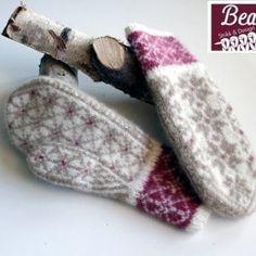 Ravelry: StjerneRanke pattern by StrikkeBea Fingerless Mittens, Knit Mittens, Knitted Gloves, Knitting Socks, Knitting Stitches, Hand Knitting, Knitting Patterns, Wrist Warmers, Hand Warmers