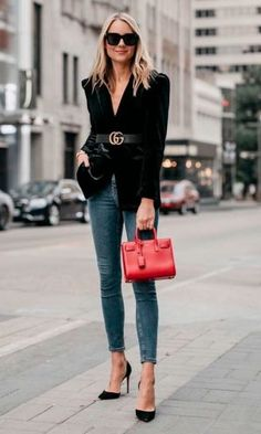 Such a classically chic outfit! The black velvet blazer, Gucci Marmont belt, denim skinny jeans, black pumps & Saint Laurent purse, all pair perfectly for some fabulous street style. Cute Fall Outfits, Winter Fashion Outfits, Autumn Fashion, Christmas Outfits, Stylish Outfits, Gucci Marmont Belt, Beanie Outfit, Red Purse Outfit, Blazer Outfits For Women