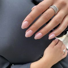 Chic Nails, Classy Nails, Stylish Nails, Simple Nails, Classy Almond Nails, Natural Almond Nails, Short Natural Nails, Short Almond Nails, Trendy Nails