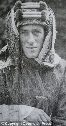 This Day in History: Oct 1, 1918: Lawrence of Arabia captures Damascus dingeengoete.blogspot.com http://i.dailymail.co.uk/i/pix/2010/08/25/article-1305786-0AE556B0000005DC-419_224x423.jpg