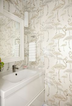 Love It Or List It Vancouver: Eleanor & Dave - Jillian Harris Coastal Wallpaper, Flamingo Wallpaper, Unique Wallpaper, Bathroom Wallpaper, Of Wallpaper, Jillian Harris, Tuscan Style Homes, Downstairs Toilet, Bathroom Renos