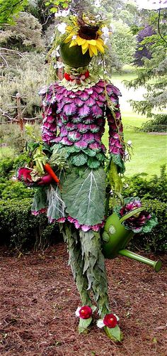 – This life-size mannequin was embellished with faux kale & cabbage leaves and other bits from nature to create this garden sculpture dubbe… - Alles über den Garten Garden Crafts, Garden Projects, Diy Projects, Yard Art, Garden Whimsy, Deco Floral, Outdoor Planters, Garden Inspiration, Beautiful Gardens