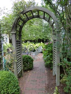 Side Arbor to the Terrace