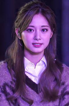 Kpop Girl Groups, Korean Girl Groups, Kpop Girls, Nayeon, Aquarium Pictures, Final Fantasy Girls, Thin Lips, Beautiful Young Lady, Tzuyu Twice