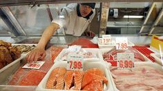DNA analysis shows 41 per cent of fish in Canadian seafood outlets is mislabelled, but food experts say Canadian consumers are not paying enough attention. Fish Benefits, Serving Size, Tuna, Seafood, Sausage, Pork, Nutrition, Fresh, Outlets