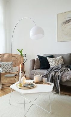 Die schönsten Wohn- und Dekoideen aus dem November | SoLebIch.de - Foto von Mitglied November #solebich #interior #einrichtung #inneneinrichtung #deko #decor #livingroom #sofa #couch #kissen #cushion #pillow #couchtisch #stehleuchte #stehlampe #rockingchair #schaukelstuhl