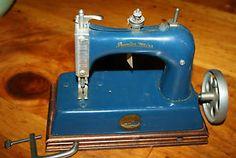 Artcraft-Junior-Miss-sewing-machine-Childs-toy