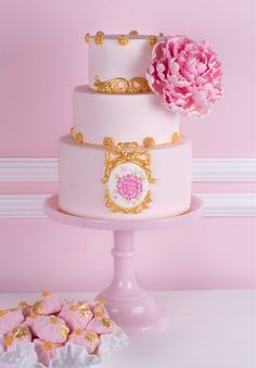 Tartas Cakes Haute Couture. Make your own using molds for the gold detail from Sugar Art Molds.