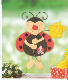 Mesetárház: Tavaszváró katica ablakba Creative Crafts, Diy And Crafts, Crafts For Kids, Arts And Crafts, Classroom Displays, Classroom Decor, Spring Activities, Paper Decorations, Art Plastique
