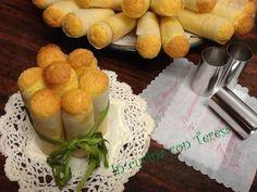 Le Cartucce napoletane sono dolci alle mandorle tipici della Campania,il loro nome deriva dalla forma che hanno data dalla cottura in particolari cannelli