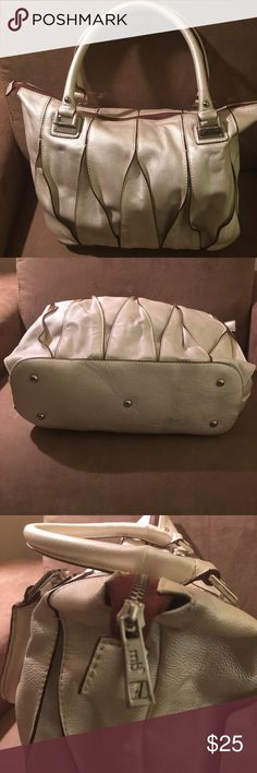 Handbag Classy Roomy cream color bag, zips on top, with handles. Insides are black lining and clean. Great bag for the office. Bags Hobos