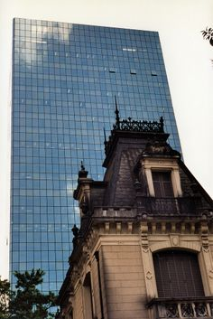 The new and the old meet on Av. Paulista: the 1935 Casa das Rosas and a brand new office building