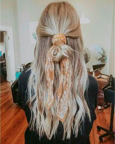 27 Scarf Hairstyles – Pretty Ways To Style Your Hair With A Scarf - Hair and Beauty eye makeup Ideas To Try - Nail Art Design Ideas Hair Scarf Styles, Short Hair Styles, Natural Hair Styles, Hair Styles Casual, Updo Styles, Hair Down Styles, Curly Hair Styles Easy, Natural Updo, Natural Lips