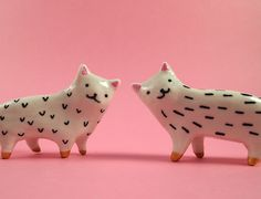 We wonder if these little #ceramic fellas are salt and pepper shakers?