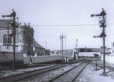 Signals at Pinhal Novo Train Art, Locomotive, Trains, Signs, Paths, Lights, Iron, Parking Lot, 1st Grades