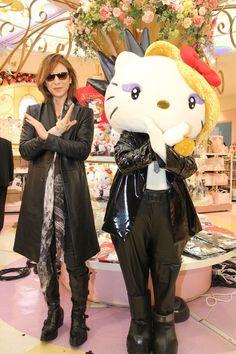 人気ロックバンド「X JAPAN」のリーダーのYOSHIKIさんが登場した店頭イベントが11日、東京・新宿のサンリオ直営店「Sanrio Gift Gate ...