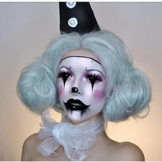 Halloween is coming and you are tired of the eternal vampire makeup? Oh My Mag you selected some ideas makeup absolutely guns! Halloween Makeup Looks, Halloween Make Up, Creepy Clown Makeup, Halloween Clown, Vintage Halloween Makeup, Halloween Cosplay, Halloween Costumes, Sfx Makeup, Costume Makeup