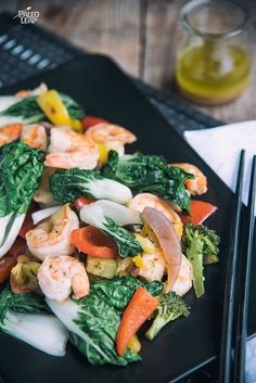 This Asian-inspired dish does a wonderful job bringing together a lot of veggies while letting the flavor of the shrimp stand out. Stir Fry Recipes, Paleo Recipes, Paleo Meals, Bok Choy Stir Fry, Fast Metabolism Diet, Asian Recipes, Ethnic Recipes, Paleo Dinner, Vegetable Recipes