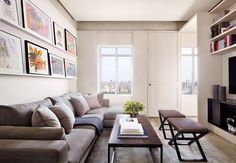 For his sister Nancy's New York City triplex, architectural designer Stephen Lee and decorator Victoria Hagan craft a savvy revamp complete with a spacious living area that doubles as a recital hall Interior Design Images, Interior Design Inspiration, Modern Interior, Home Living Room, Living Room Designs, Living Room Decor, Victoria Hagan, Family Room, Home And Family