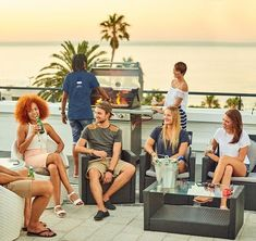 A hostel squad that chills together stays together. Rooftop BBQ goals  Mojo Hostel Cape Town South Africa  Tap on the link in our bio for a closer look at this rooftop hostel paradise