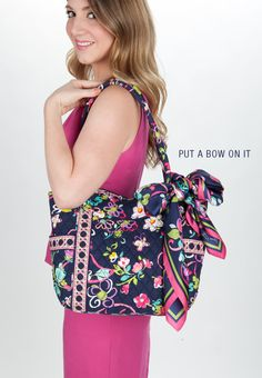 Vera Put A Bow On It : Fold the scarf corner to corner into a triangle. Then repeat until you reach the desired width. Wrap the scarf around the handle of your handbag. Tie the scarf into a pretty bow or fashionable knot. Rah Style, Cute Purses, Girls Accessories, Scarf Styles, Beautiful Outfits, Vera Bradley, Casual, What To Wear, Womens Fashion