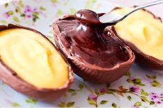 """Ovinhos de Colher Recheio de nutella: 200g de Nutella ½ caixinha de creme de leite (UHT – """"de caixinha"""") Recheio de maracujá: ¼ xícara (chá) de suco de maracujá concentrado 170g de chocolate branco 4 mini ovos de Páscoa (usamos o de 50g)"""