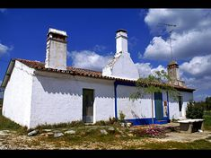 Somewhere in Alentejo. South of Portugal Algarve, Santiago Do Cacem, Sea Activities, Rural House, Unusual Homes, European House, White Cottage, Mediterranean Homes, Portugal Travel