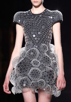 Sculptural Fashion - 3D dress; innovative fashion design; futuristic fashion // Iris Van Herpen Fall 2016 Maybe something for 3D Printer Chat?