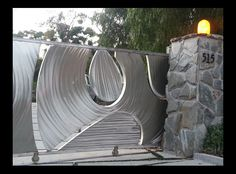 Design Gates Vision Gates :: Iron Gates in Los Angeles. Modern Front Gate Design, Fence Wall Design, Steel Gate Design, Iron Gate Design, Window Grill Design, House Gate Design, Door Design, Front Gates, Entrance Gates
