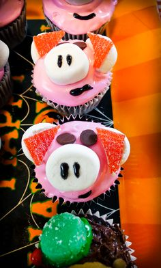 Hamm cupcakes - from Toy Story.