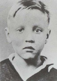 Even as a small child, Elvis Presley displayed the beginnings of his famous curled upper lip.