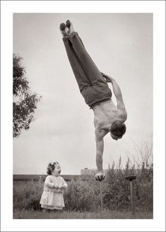 Anonymous family photos capture the beautiful and bizarre Images Vintage, Photo Vintage, Vintage Pictures, Vintage Photographs, Old Pictures, Old Photos, Vintage Family Photos, Image Cirque, Vintage Circus