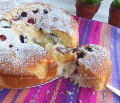 Torta soffice con ciliegie e crema di ricotta