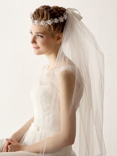 Two Tier Tulle Fingertips Wedding Veil With Flower - GBP £10.21
