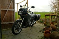 Shortly after buying the XJ900 to replace my burned k75, I noticed some problems. First: the rear light didn't work. The light bulps were ok and after staring at the wiring diagram, I decided the main switch was to blame. Did some tests (parking light should work with the main switch on …