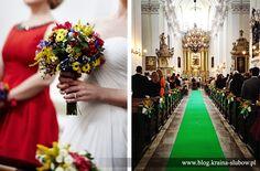 """wedding bouquet of wild flowers & green-grass carpet at the great polish folk wedding / bukiet ślubny z polnych kwiatów i """"tawiasty"""" zielony dywan na folkowym ślubie / wedding planner: Kraina Ślubów, Poland"""