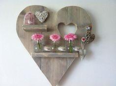 69 Beautiful Wooden Wall Decor Ideas for Inspiration Wooden Projects, Diy Pallet Projects, Wood Crafts, Woodworking Projects, Diy And Crafts, Wooden Wall Art, Wooden Diy, Wood Art, Heart Shelf