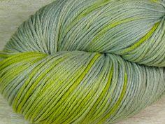 Handgesponnen & -gefärbt - ❉Luft&Liebe❉ Merino Feinheit pflanzengefärbt - ein Designerstück von folly-me bei DaWanda