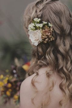 Wait until you see this woodland Halloween wedding. It's Halloween, but natural, floral, and organic. The bride was a faerie and the groom a tree king. Bridal Hair Flowers, Bridal Hair And Makeup, Hair Makeup, Bohemian Hairstyles, Wedding Hairstyles, Wedding Hair Inspiration, Wedding Ideas, Wedding Gifts, Masquerade Wedding